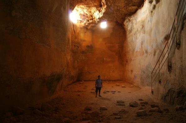 Interior de la cisterna excavada en lo alto de Masada