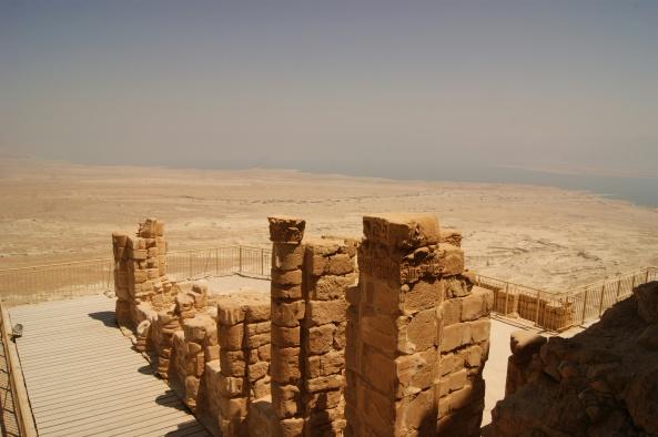 Una de las terrazas sobre el acantilado del palacio