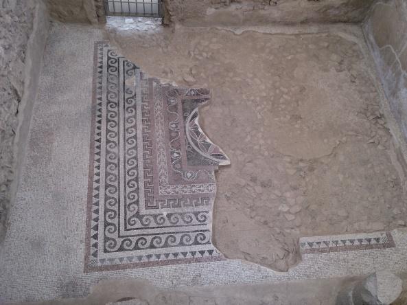 Detalle de mosaico parcialmente conservado.